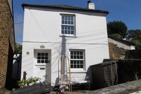 Traditional, detached sunny Cottage - Polruan