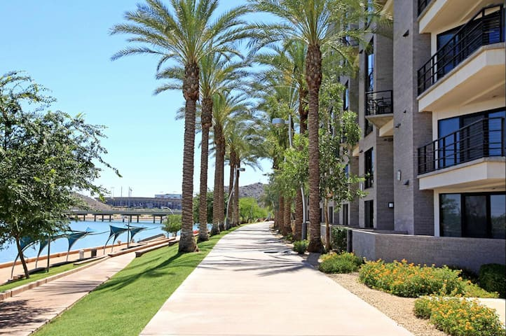 Middle Of Everything+ By The Lake+Near ASU+AIRPORT