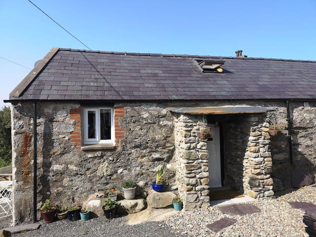 Cosy converted barn on the foothills of Snowdonia
