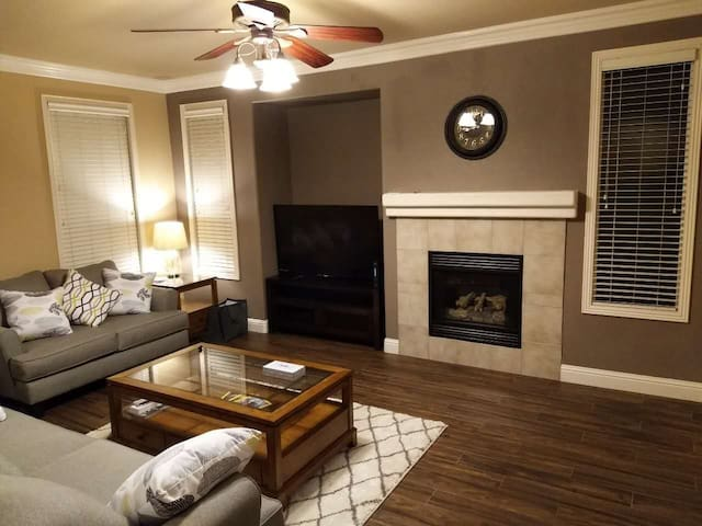 Comfortable Home - Close to Airport and Downtown - Sacramento