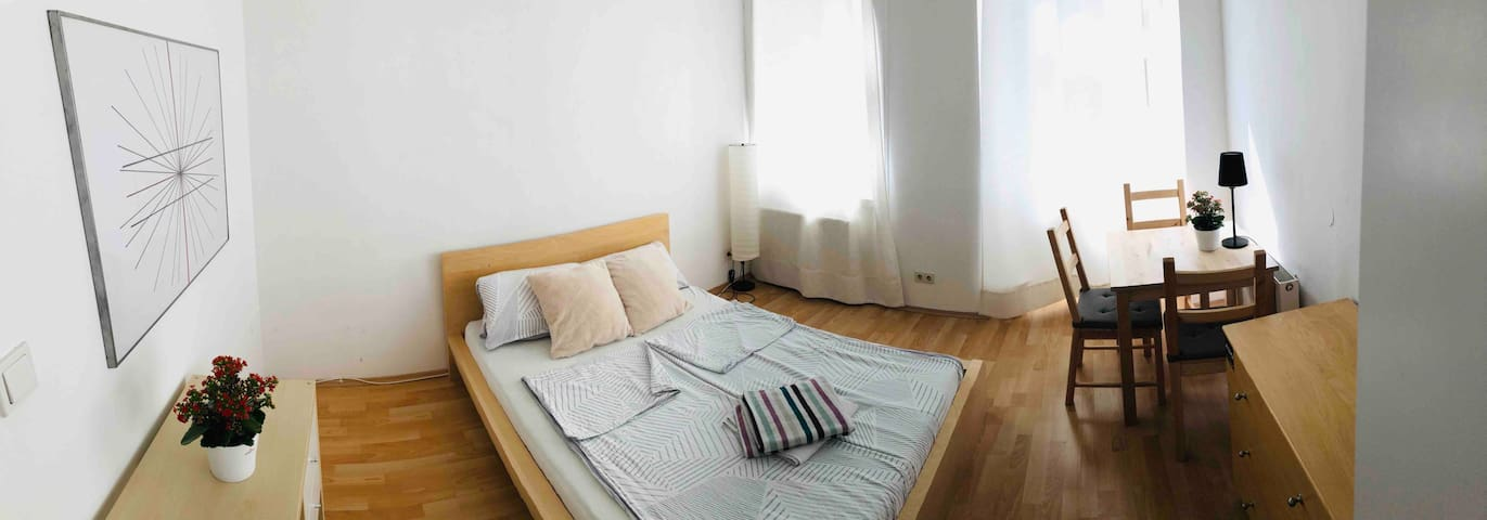 Bright & quiet room, 20 mins from Central Station