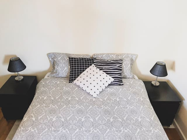 Private Room Double Bed OPorto in Shared Apartment