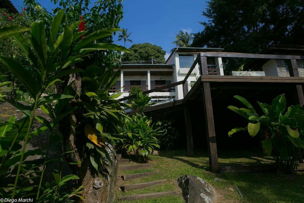 Casa vista de baixo para cima