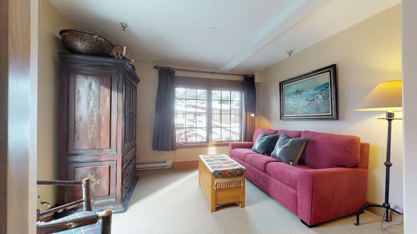 Den bedroom with sleeper sofa / sliding door