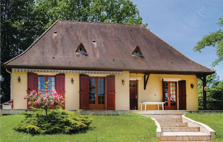 Holiday cottage with 2 bedrooms on 100 m² in Le Change