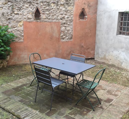 central apartment with private garden - Verona - Daire