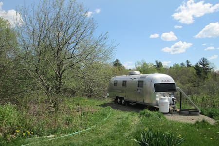 Rustic Farmstay in Solar Airstream - Monroe