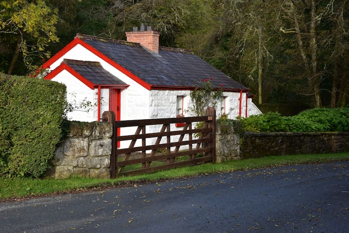 Railway Crossing Cottage - County Donegal - Bungalow