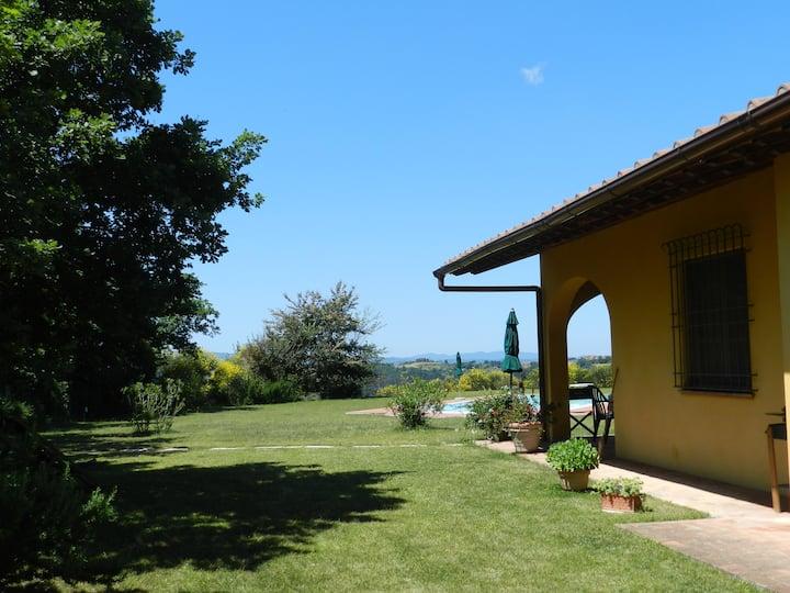 """Villa """"Le Ginestre"""" con piscina su colline toscane"""