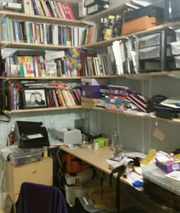Small single bed in messy office - Peterborough - Maison