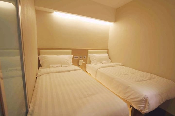 【1min to MTR】Standard Twin Bed Room 標準雙人間