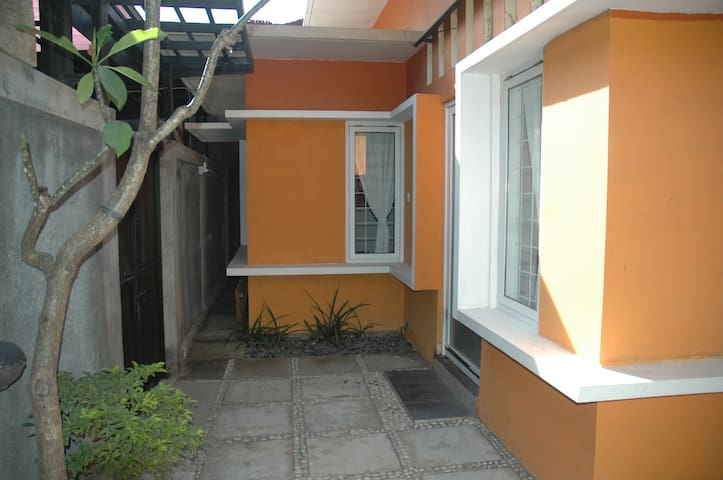 Entire House 5 beds - BaliBedsnRooms - No sharing