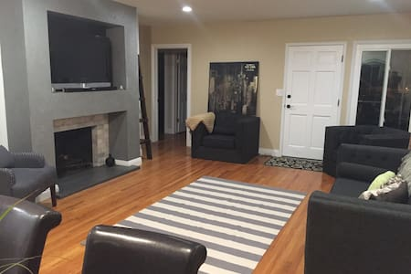 Beautiful Home near DISNEYLAND and so much more!! - Fullerton - Talo