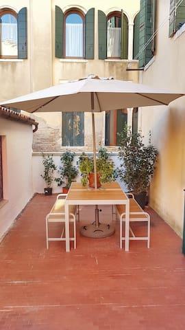 Frari Apartment with terrace