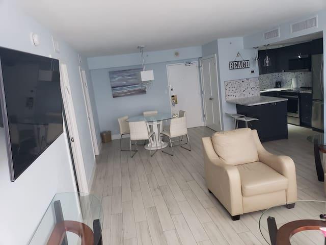 Alexander Hotel 817 3 Bedroom + Kitchen + Balcony