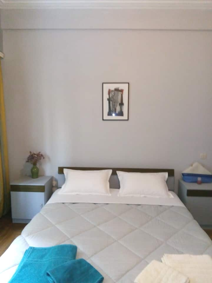 Bedroom for two near the center of Athens