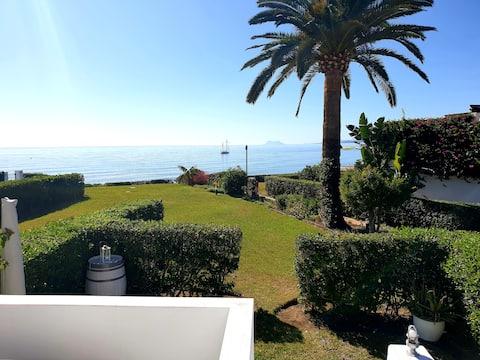 Cosy Beach Front Villa in the Heart of Estepona!