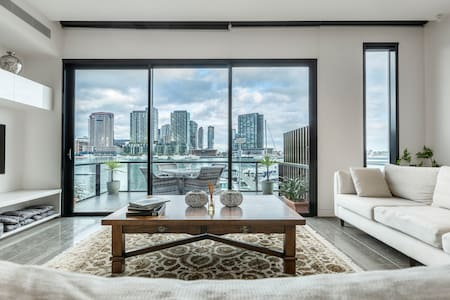 Luxury Waterfront 4BDR Townhouse W/Amazing Views