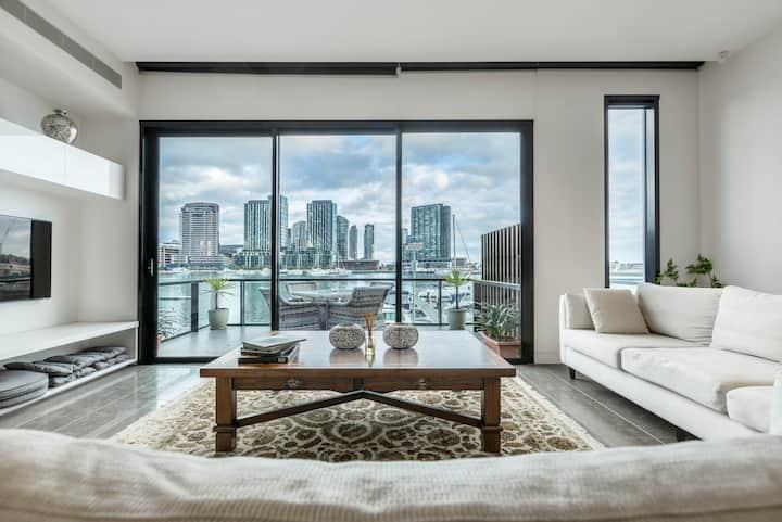 Luxury Waterfront 4BDR Townhouse W/Amazing Views