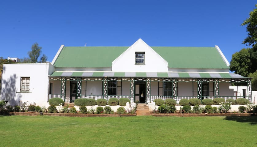 Vredelus Farm Stay: Family room