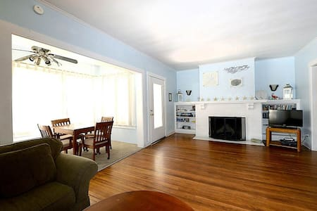 Spacious Charming Catalina Getaway - 1blk to Beach - Avalon - Casa