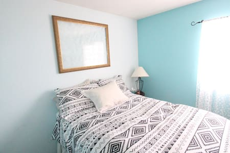 Peaceful Room for 2 in Greeley - Greeley - 一軒家