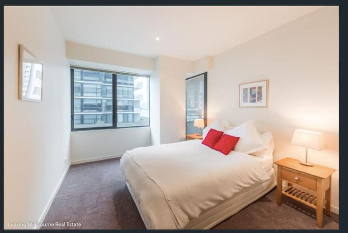 Southbank Huge bedroom with Private bathroom