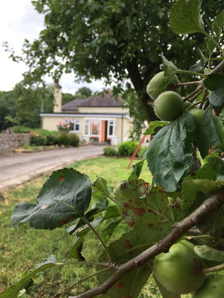 2 Bedroom/Kitchen Farmhouse