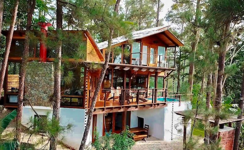 "Secluded Cabin w/Jacuzzi! Villa ""El Barco Ebrio"""