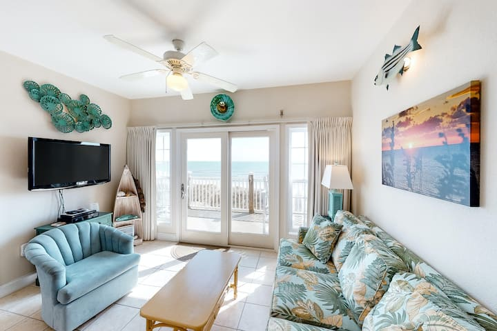 Oceanfront Condo w/Ocean Views, Shared Pool, Free WiFi, Shared W/D, Central AC