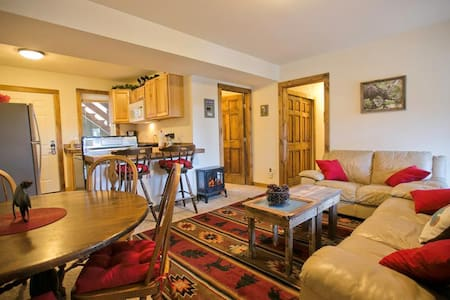3 Bedroom Jacuzzi Suite In Historic Lodge - Green Mountain Falls - Andet