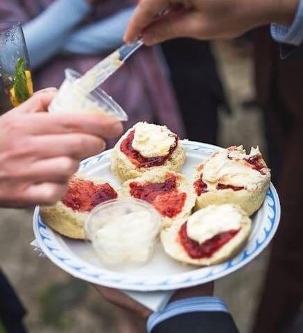Bassettwood B & B, Shepherds Hut and Tearoom - Tissington - Bed & Breakfast