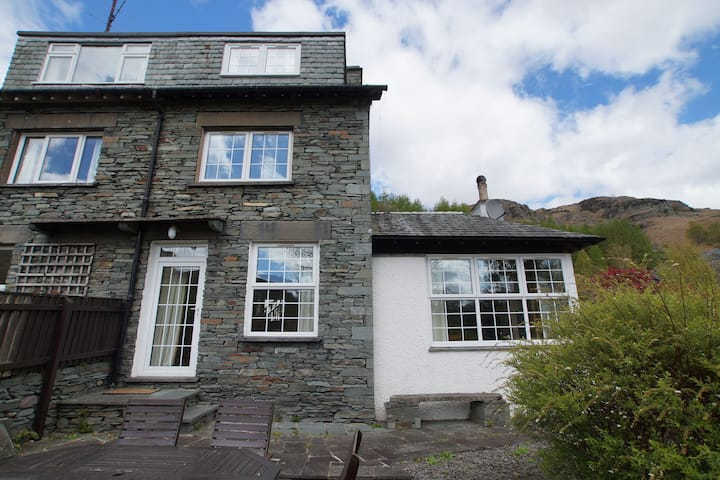 Plumblands, Chapel Stile, stunning Langdale fell views and walks from the door.