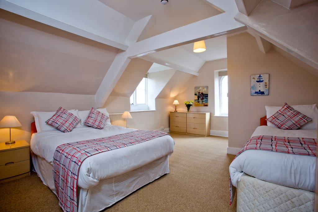 Double with additional twin beds ensuite, sea and Lynton views