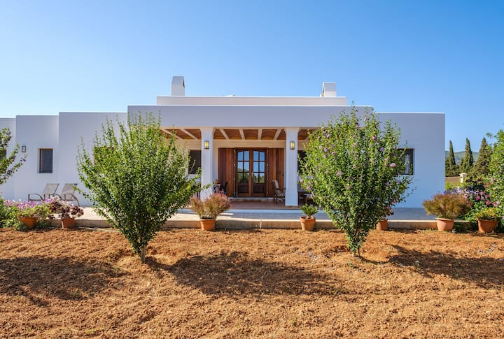 Ibizan Country House with Porch, Vegetable Garden, Sun terrace & Wi-fi; Parking Available