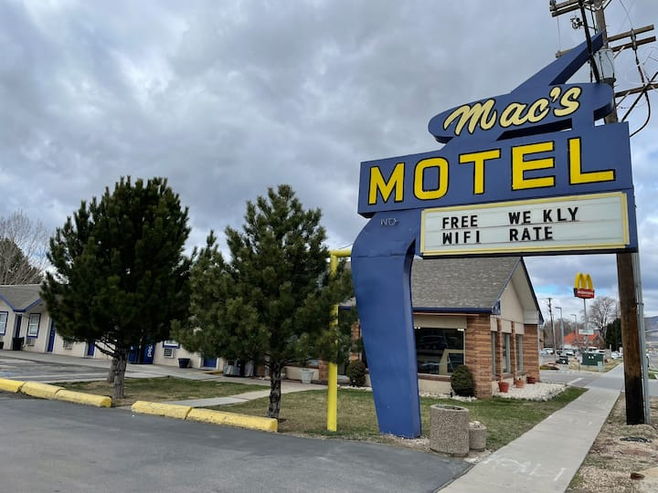 Classic Motel on Heber Main Street Great Location