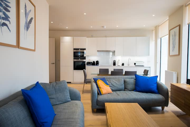 Chic 3 bed at Pear Place with balcony - PP06