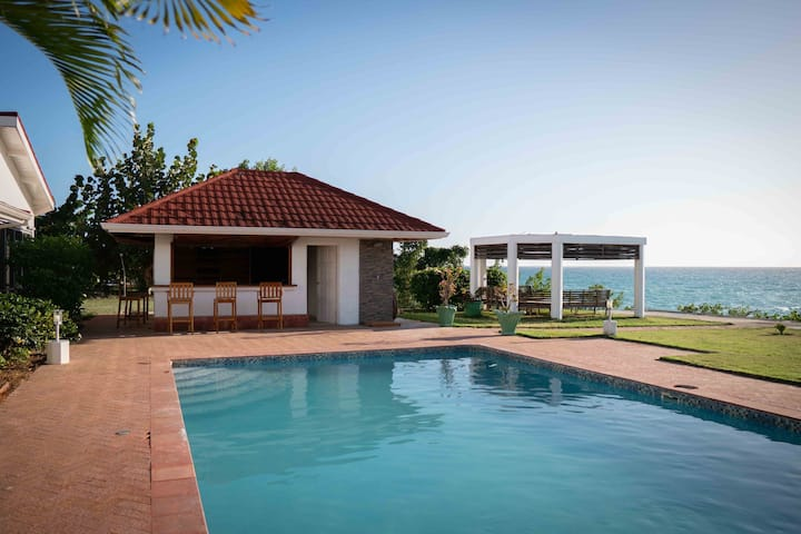 Waterfront Four Bedroom Property with Pool