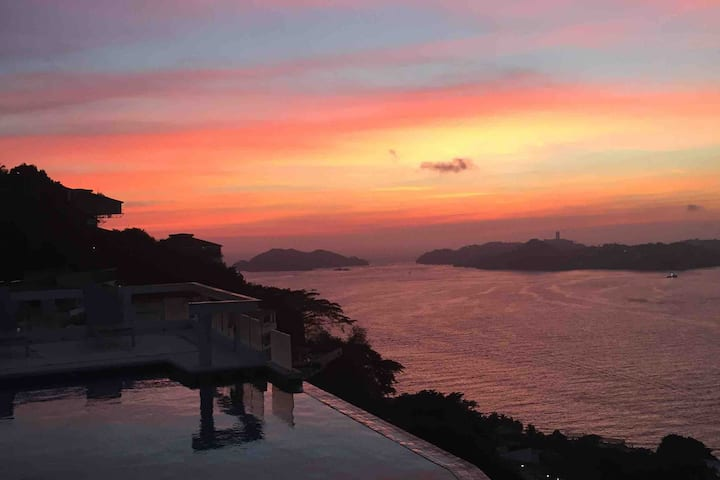 Acapulco Bay view villa with breathtaking sunsets!