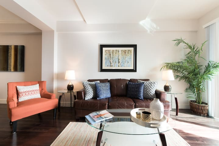 2 bed 2 bath penthouse Apartment with great amenities L(22)