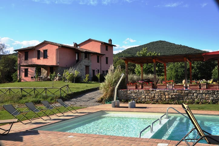 2-bedr. apt. in farmhouse with pool