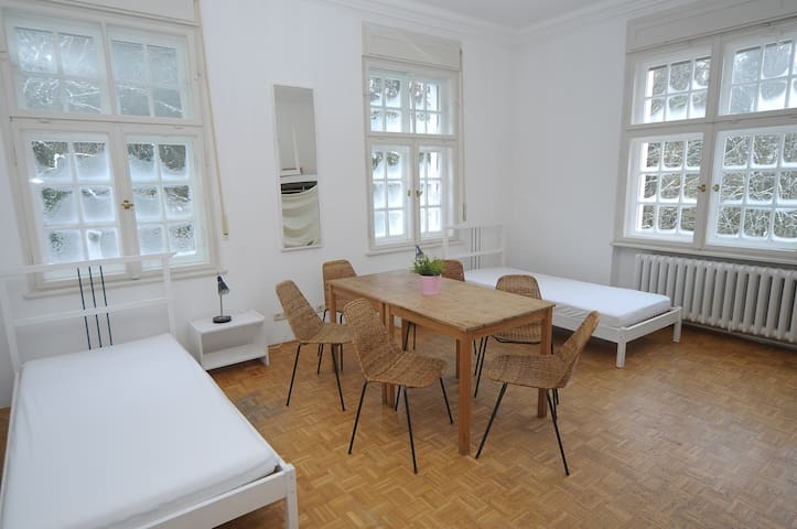 Wonderful 2 room unit East in Château Abraham - Berg - Slott