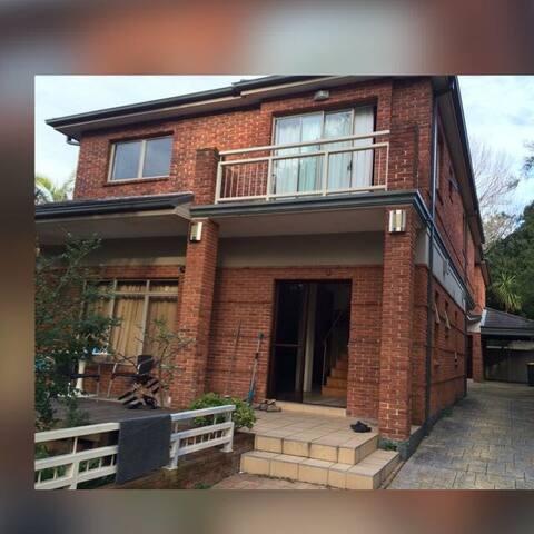 Great Big House and Nice housemates - Maroubra - Talo