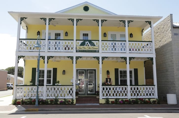 Inn on the Avenue Bed and Breakfast - New Smyrna Beach - Bed & Breakfast