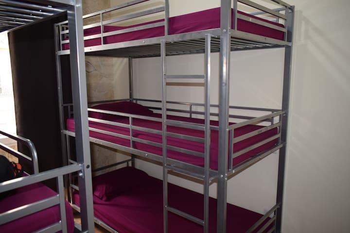 Dortoir fille supérieure (6 lits) (LIT 4)
