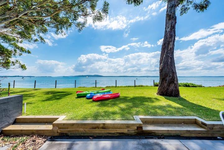 Luxury Waterfront Port Stephens 4 x Free Kayaks