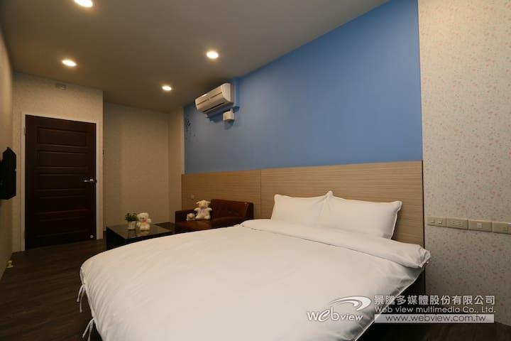 冬山老街平價住宿,雙人雅房(2房共用衛浴) - Dongshan Township - Haus
