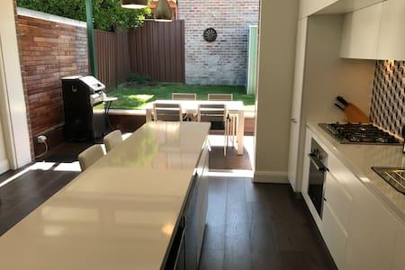 Newly renovated 3 bdr home in heart of Randwick - Randwick