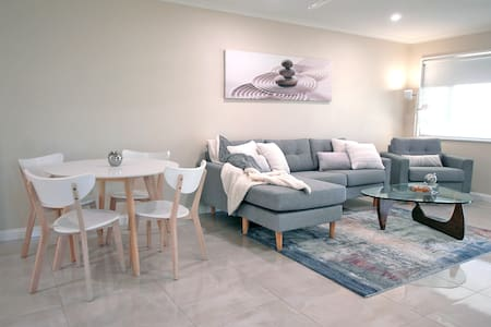 LIGHT & BRIGHT 2BR EXECUTIVE HOME IN SCANDI STYLE