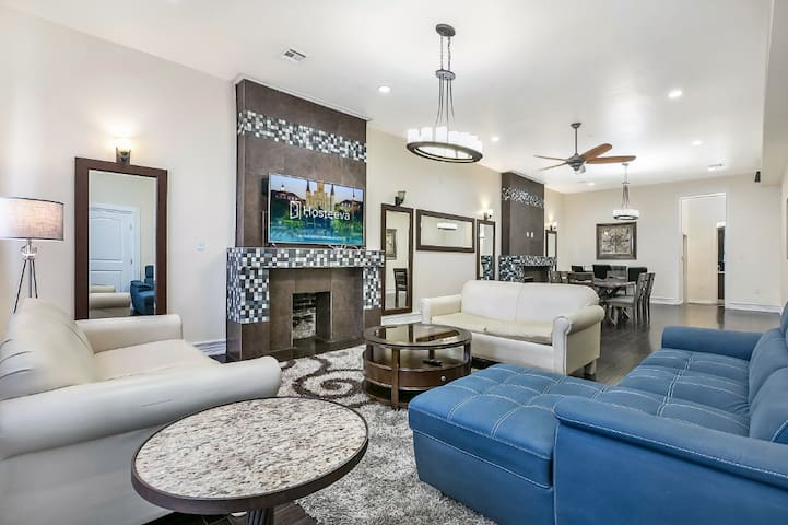 Luxury 4BR Penthouse Near French Quarter